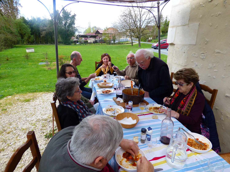 Dimanche 19 mai midi: Taverne à l'heure Européenne (Moussaka-Grèce ou lasagnes-Italie)